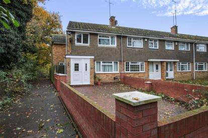 4 Bedrooms End Of Terrace House for sale in Loftus Close, Luton, Bedfordshire, Leagrave