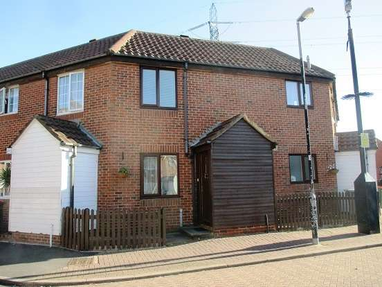 2 Bedrooms Terraced House for sale in Linton Gardens, Beckton