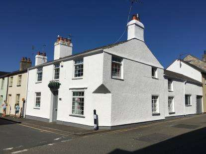 4 Bedrooms End Of Terrace House for sale in Chapel Street, Beaumaris, Sir Ynys Mon, LL58