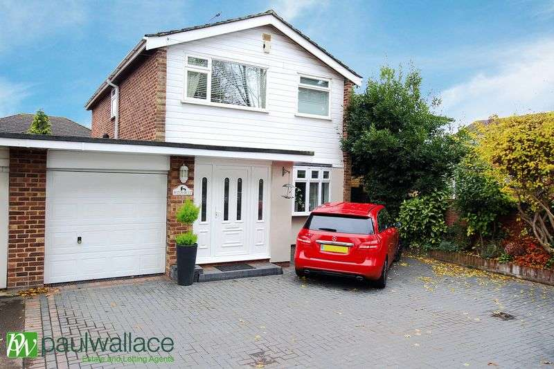 4 Bedrooms Detached House for sale in Dobbs Weir Road, Hoddesdon