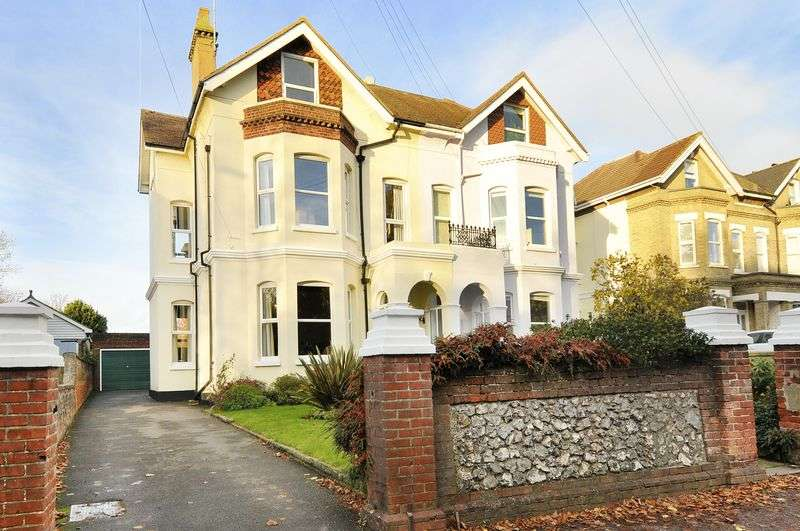 5 Bedrooms Semi Detached House for sale in Chesswood Road