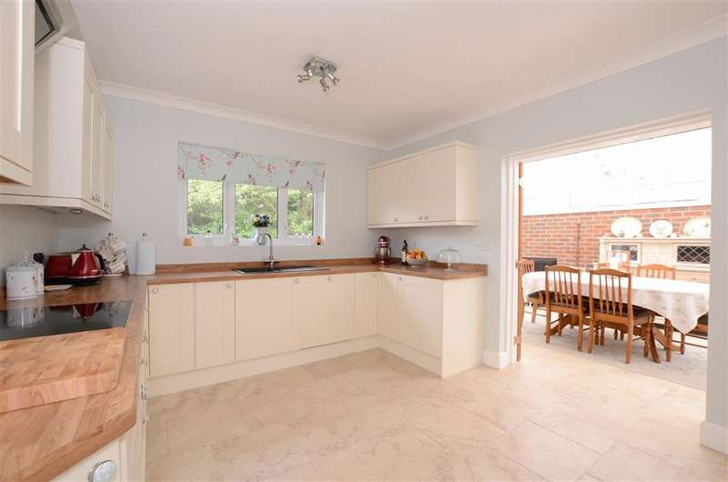 4 Bedrooms Bungalow for sale in Mill Lane, Worthing, West Sussex