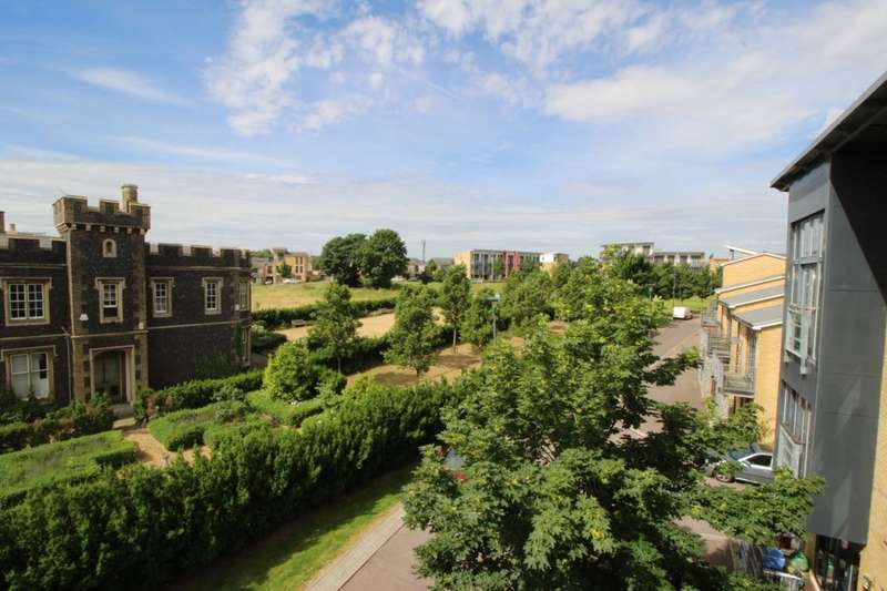 2 Bedrooms Flat for sale in Park Lane, Greenhithe, DA9