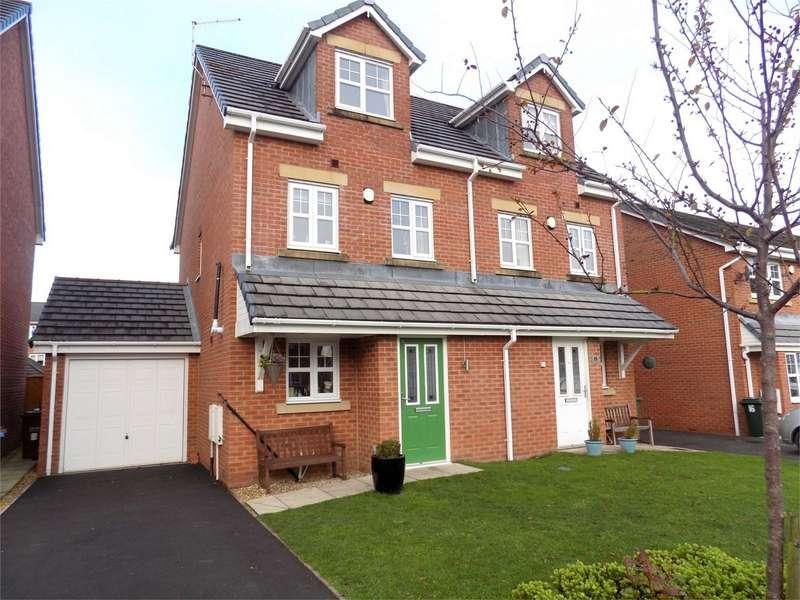 3 Bedrooms Town House for sale in Darwen Fold Close, Buckshaw Village, Chorley, Lancashire