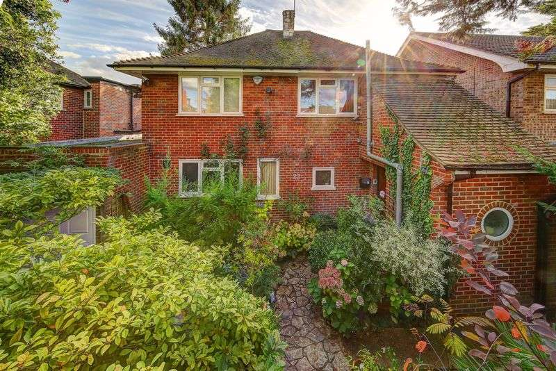 4 Bedrooms Detached House for sale in Hood Road, London SW20