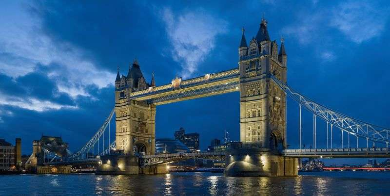 3 Bedrooms Flat for sale in Sandringham House, One Tower Bridge
