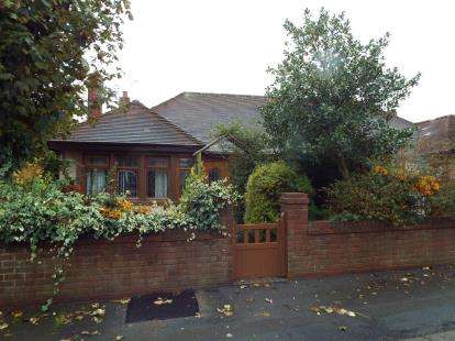 2 Bedrooms Bungalow for sale in Furness Avenue, Blackpool, Lancashire, FY3