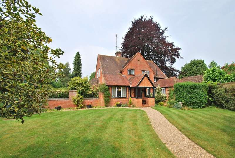 4 Bedrooms Detached House for sale in Bearswood End, Beaconsfield, HP9