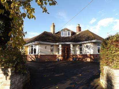 4 Bedrooms Bungalow for sale in Templecombe, Somerset