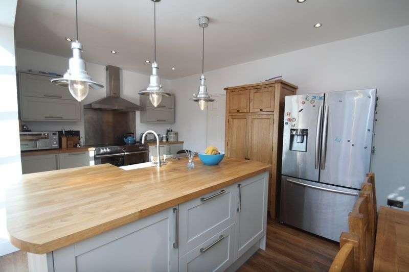 4 Bedrooms Detached House for sale in Fairlee Road, Newport