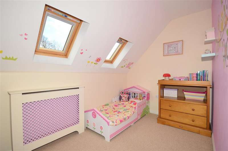 3 Bedrooms End Of Terrace House for sale in Toronto Road, Petworth, West Sussex