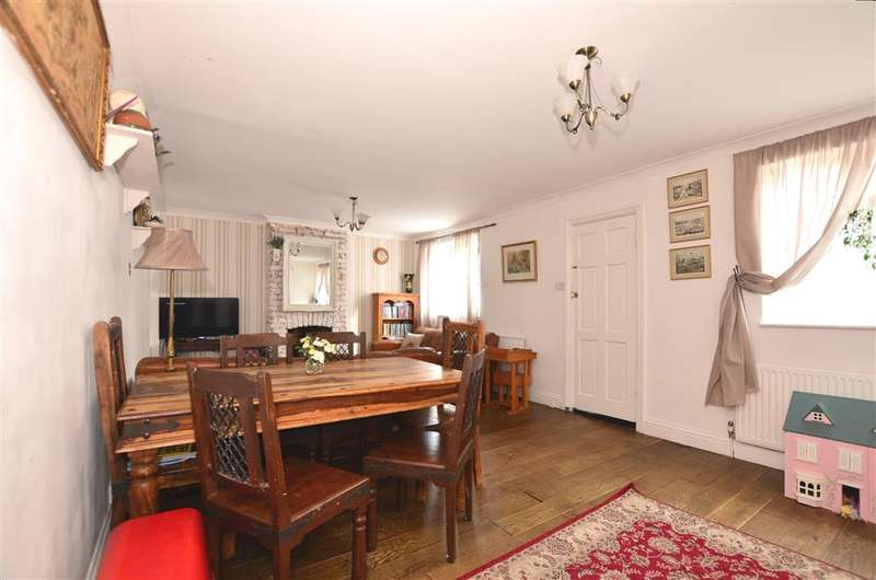 3 Bedrooms Detached House for sale in Marathon Paddock, Gillingham, Kent