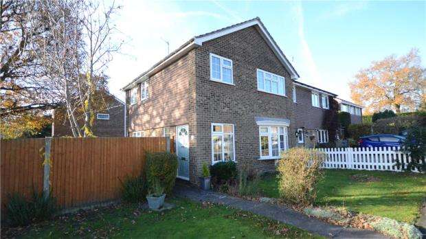 3 Bedrooms Semi Detached House for sale in Elliott Rise, Ascot, Berkshire