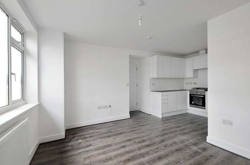 2 Bedrooms Flat for sale in Chesterfield Road, Goring-by-Sea