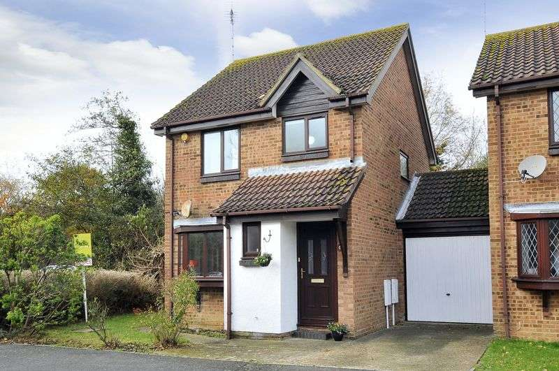 3 Bedrooms Detached House for sale in Carisbrooke Drive, Worthing
