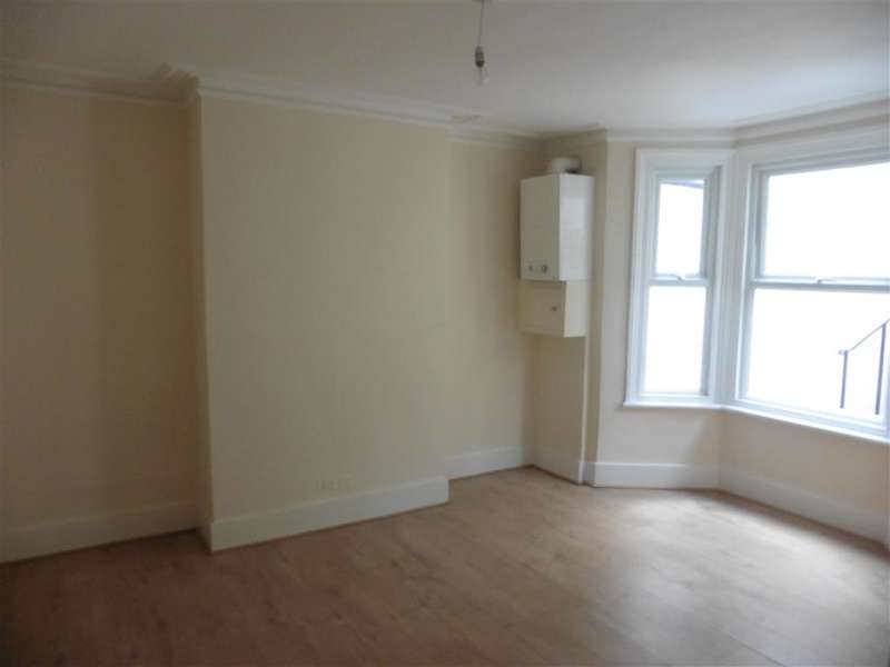 1 Bedroom Flat for sale in Boundary Road, Chatham, Kent