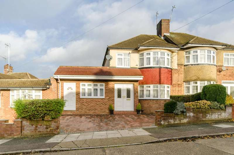 4 Bedrooms House for sale in Langford Crescent, Cockfosters, EN4