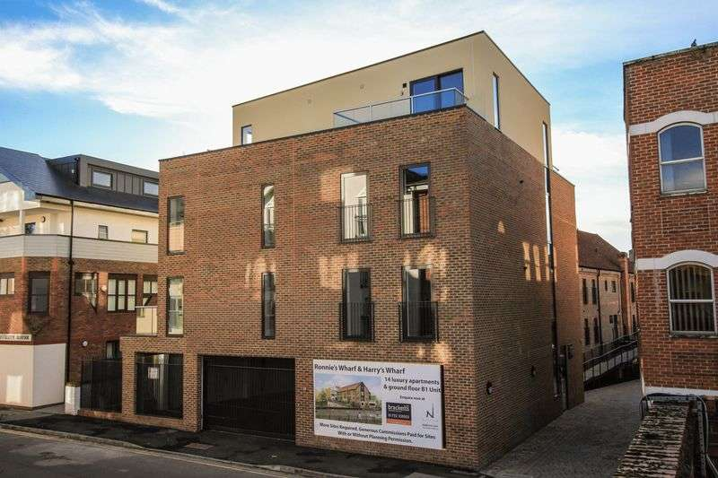 2 Bedrooms Flat for sale in Harry's Wharf, Lyons Crescent, Tonbridge