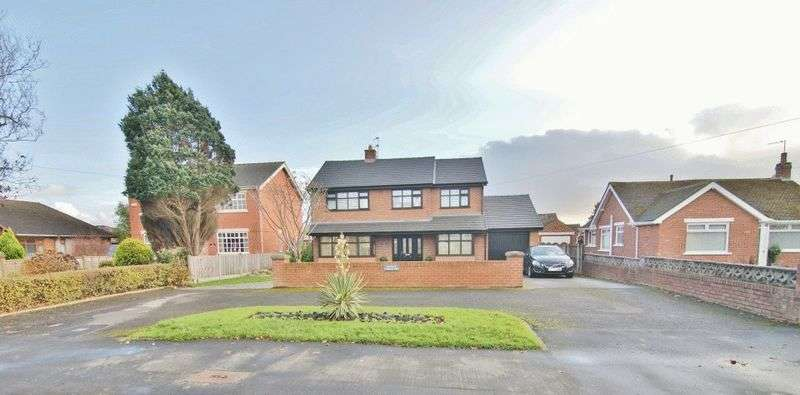 4 Bedrooms Detached House for sale in Lytham Road, Freckleton PR4 1AB
