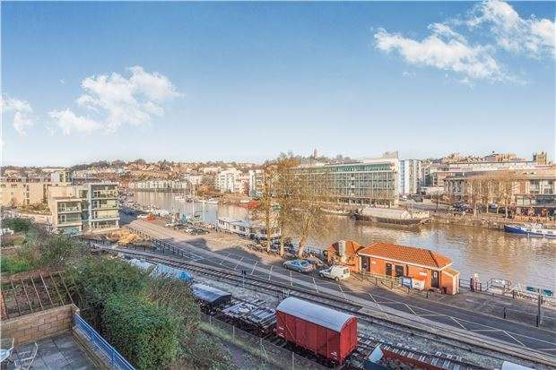 2 Bedrooms Flat for sale in Perretts Court, Cumberland Road, BRISTOL, BS1 6UF