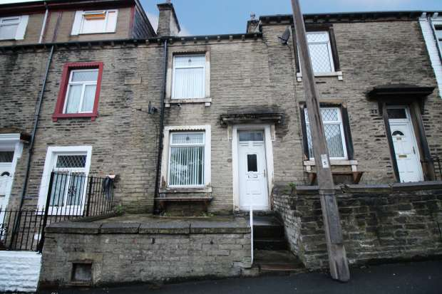 4 Bedrooms Terraced House for sale in Queens Road, Halifax, West Yorkshire, HX1 3NS