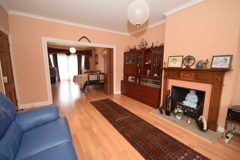 4 Bedrooms Semi Detached House for sale in Howberry Road, EDGWARE, Middlesex, HA8