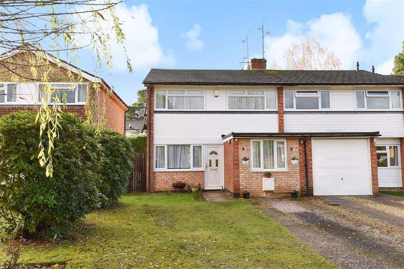 3 Bedrooms Semi Detached House for sale in Westbury Close, Crowthorne