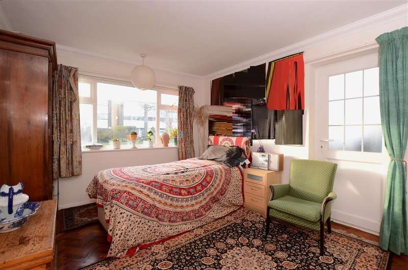 2 Bedrooms Apartment Flat for sale in Sompting Avenue, Worthing, West Sussex