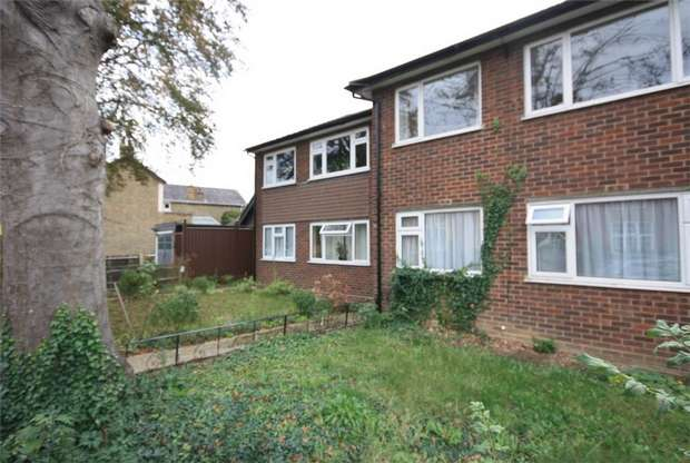 2 Bedrooms Maisonette Flat for sale in Chaucer Road, Ashford, Surrey