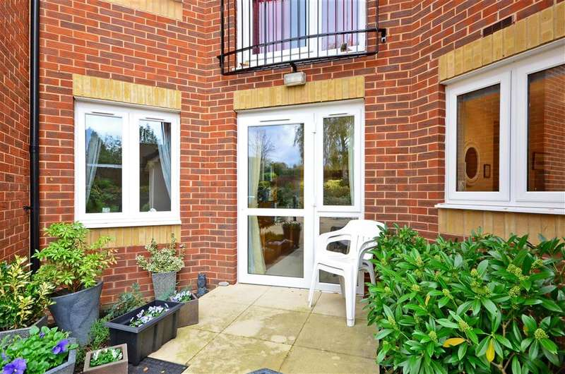 1 Bedroom Flat for sale in Prices Lane, Reigate, Surrey