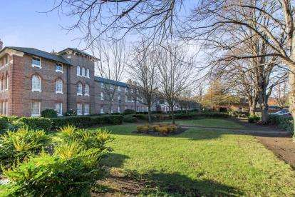 1 Bedroom Flat for sale in St. Marys Road, Portsmouth, Hampshire