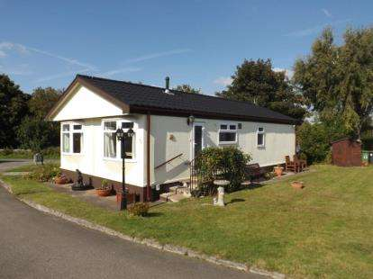 2 Bedrooms Bungalow for sale in Conifer Grove, Moss Lane, Moore, Warrington