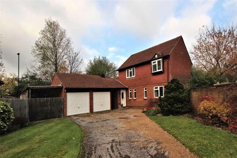 3 Bedrooms Detached House for sale in Caradon Close, Woking, Surrey, GU21