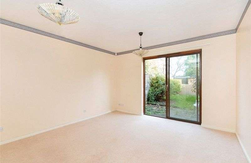 2 Bedrooms Terraced House for sale in Hannon Homes are pleased to present this light end of terrace house close to New cross gate station and local amenities.