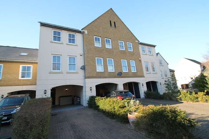 3 Bedrooms Terraced House for sale in Wraysbury Gardens, Staines-Upon-Thames, TW18