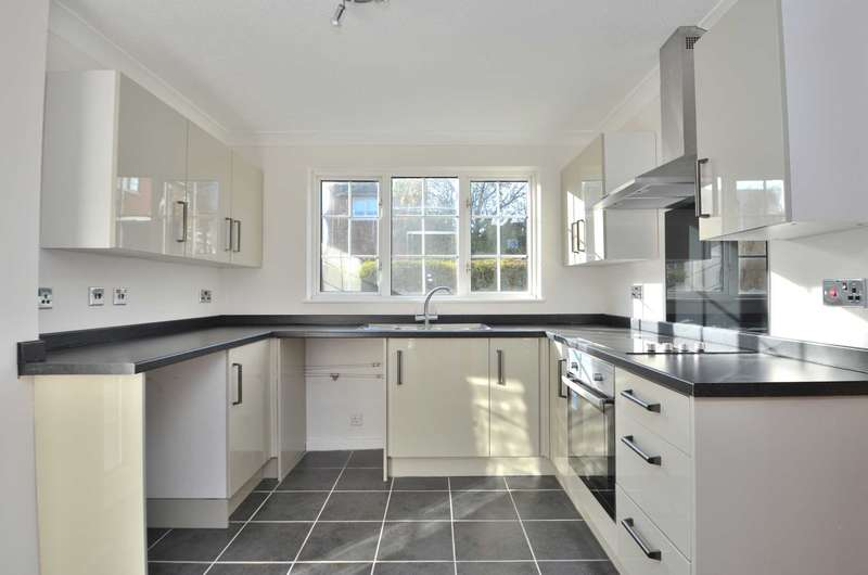 4 Bedrooms Detached House for sale in Wakefield Close, Neath Hill
