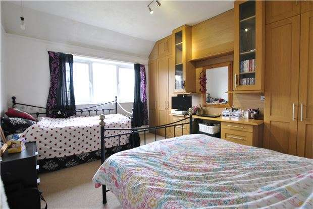 4 Bedrooms Semi Detached House for sale in Knebworth Road, BEXHILL-ON-SEA, East Sussex, TN39 4JH