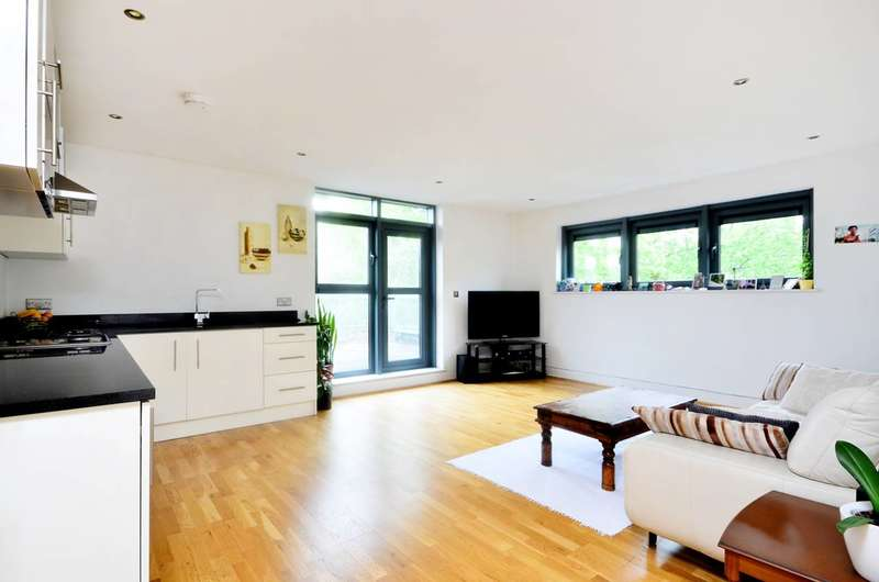 2 Bedrooms Flat for sale in Newington Green, Islington, N16