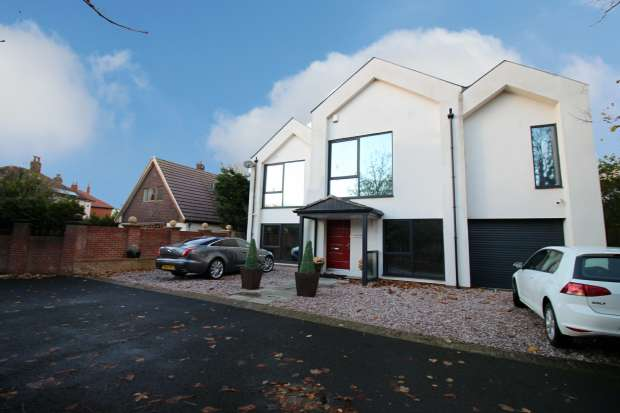 4 Bedrooms Detached House for sale in Red Trees Holmefield Avenue, Thornton-Cleveleys, Lancashire, FY5 2QP