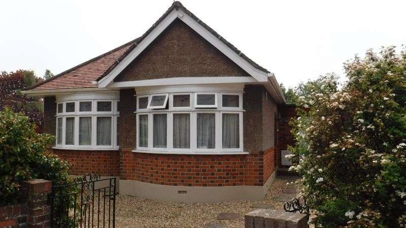 3 Bedrooms Detached Bungalow for sale in Romney Close, Bournemouth