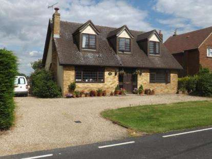 5 Bedrooms Bungalow for sale in Ongar, Essex