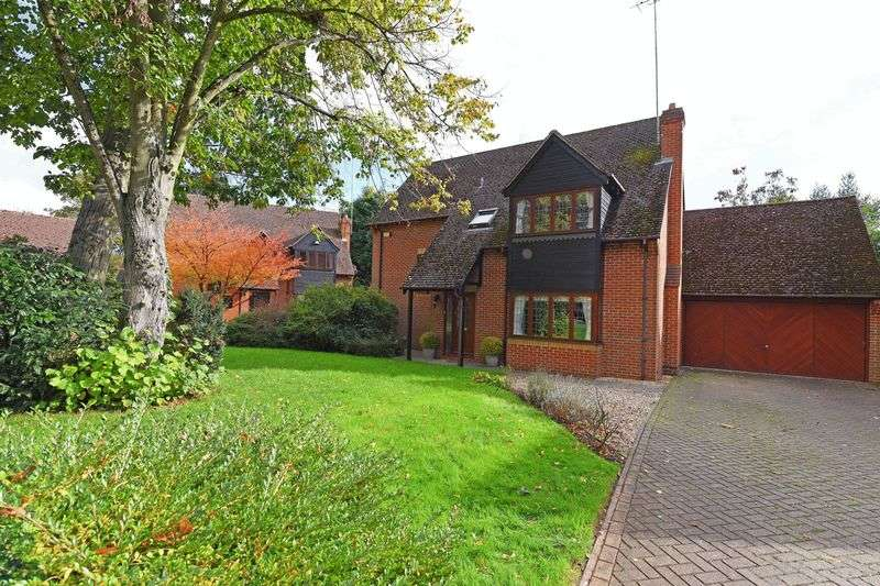 4 Bedrooms Detached House for sale in Oak Drive, Burghfield Common