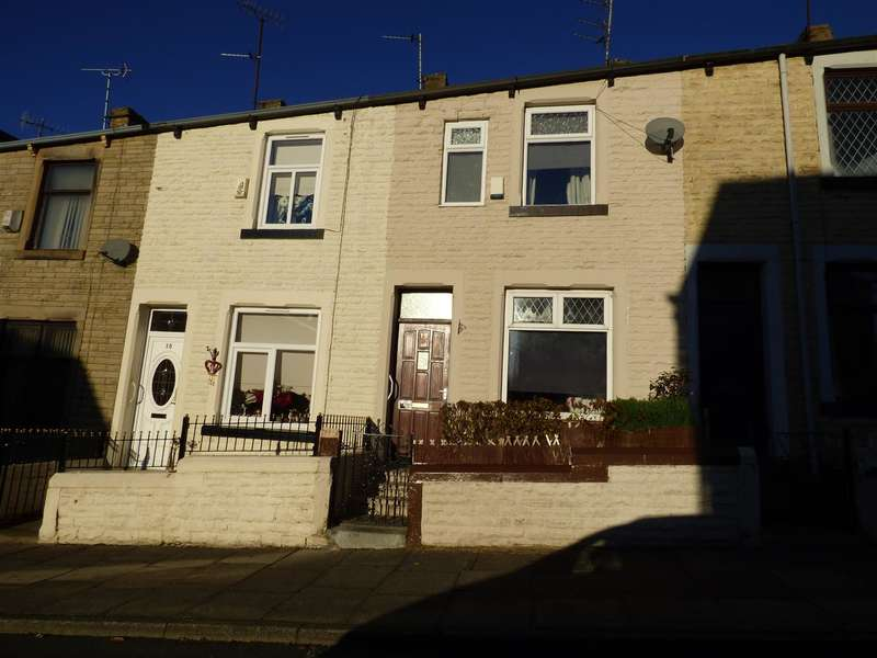 3 Bedrooms Terraced House for sale in St Johns Road, Burnley