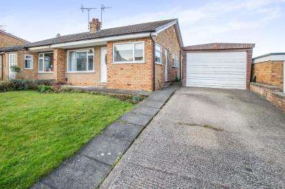 3 Bedrooms Bungalow for sale in Manor Drive, Knaresborough, North Yorkshire, .