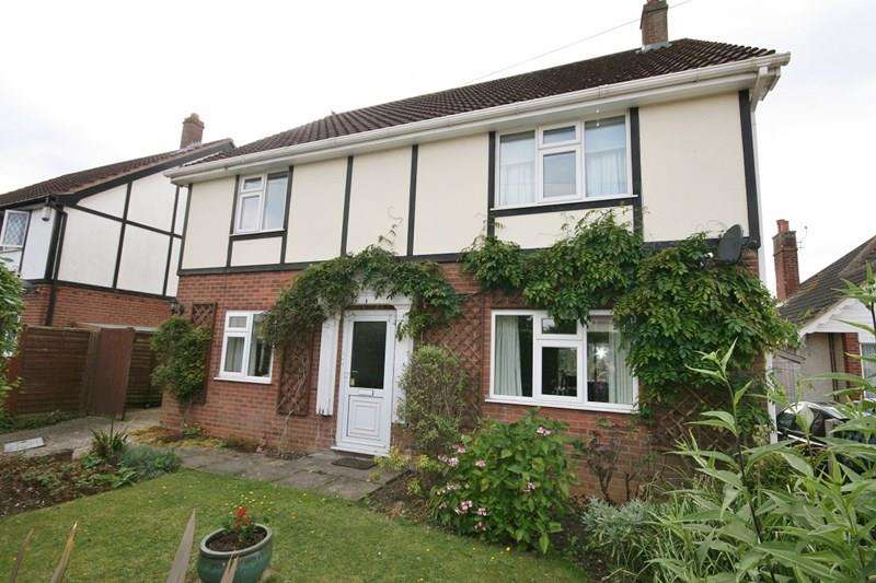 4 Bedrooms Detached House for sale in Queens Road, Attleborough