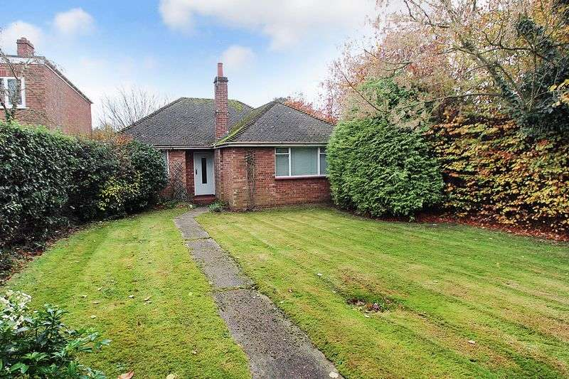 2 Bedrooms Detached Bungalow for sale in Spixworth Road, Norwich