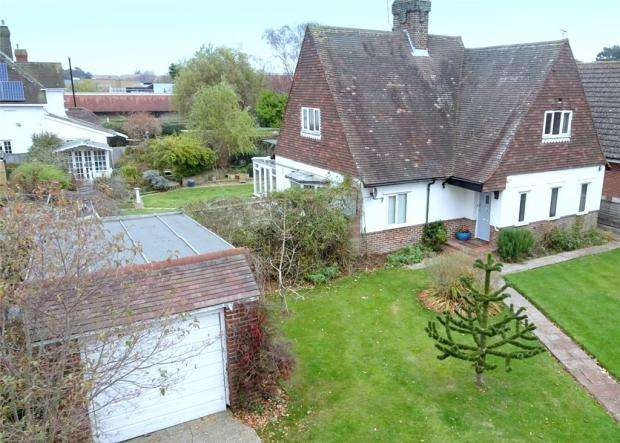 3 Bedrooms Detached House for sale in Bushby Avenue, Rustington, West Sussex, BN16