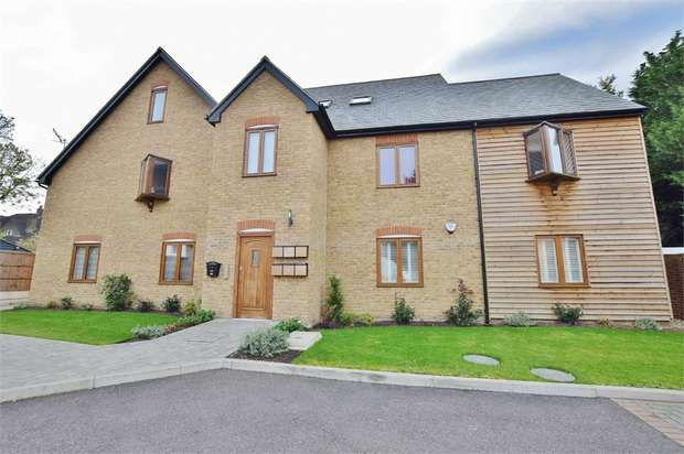 2 Bedrooms Flat for sale in Dairy Court, Glencoe Road, BUSHEY, Hertfordshire