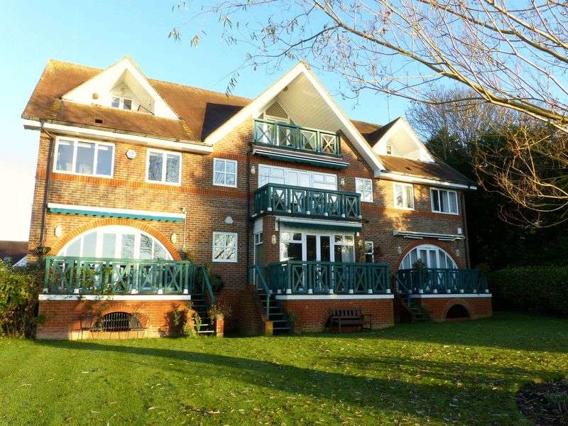 3 Bedrooms House for sale in Bourne End with stunning river views