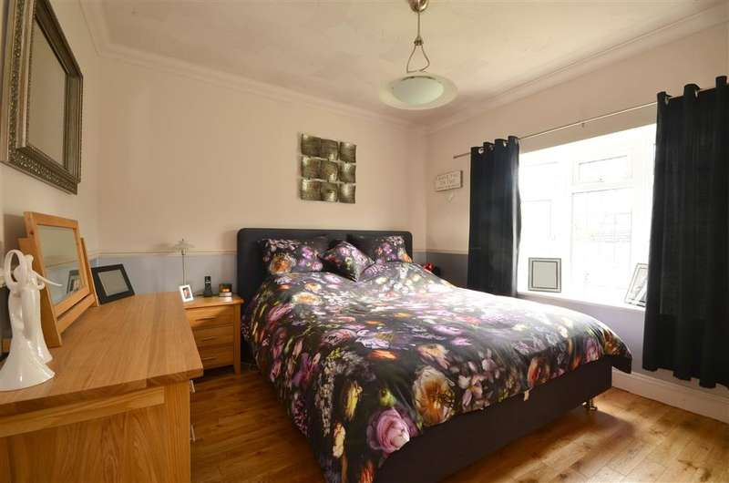 5 Bedrooms Bungalow for sale in Nursery Lane, Whitfield, Dover, Kent